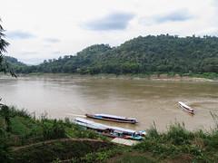 """Luang Prabang: pause de midi avec vue sur le Mékong <a style=""""margin-left:10px; font-size:0.8em;"""" href=""""http://www.flickr.com/photos/127723101@N04/23310393543/"""" target=""""_blank"""">@flickr</a>"""