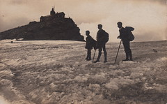 Mountain climbers, no. 12 (5 August 1908) (pellethepoet) Tags: vienna wien snow mountains ice silhouette austria europe postcard photograph austrianalps rppc realphotopostcard hohersonnblick zittelhaus goldberggroup hanswurwal