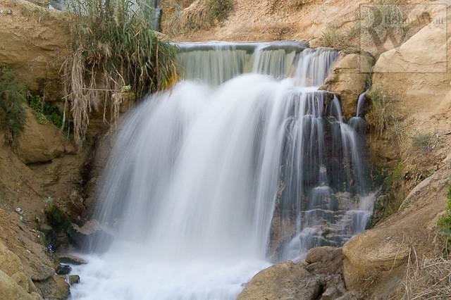 egypt-fayoum-wadi-el-rayan-waterfall