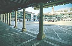 Chinchn (Azul de Metileno) Tags: madrid espaa town spain pueblo porch pillars plazamayor chinchn mainsquare columnas soportal