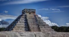El Castillo de Chichén Itzá - Templo de Yucatán (David E Finol) Tags: méxico mexico pyramid pentax yucatan chichenitza yucatán mayan hdr mayas chichen pirámide itza pentaxsmcda1855mmf3556al davidfinol