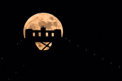 2015-11-25-moon-full-san-francisco-oakland-bay-bridge-tower-top-yellow-0 (berkeleyhomes-dot-com) Tags: sanfrancisco california moon night us unitedstates fullmoon oaklandbaybridge serkes httpberkeleyhomescom copyright2015iraserkes 20151125 20151125moonfullsanfranciscooaklandbaybridgetower