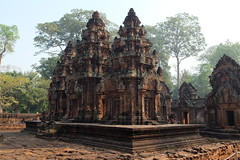 Banteay Srei (Valerio Soncini) Tags: temple cambodia kambodscha khmer kh siemreap angkor tempel banteaysrei khmerart prasatbanteaysrei