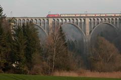 Zug mit SBB Lokomotive Re 460 auf dem Grandfey - Viadukt im Kanton Freiburg - Fribourg der Schweiz (chrchr_75) Tags: christoph hurni schweiz suisse switzerland svizzera suissa swiss chrchr chrchr75 chrigu chriguhurni chriguhurnibluemailch märz 2016 hurni160320 bahn eisenbahn schweizer bahnen zug train treno re460 re 460 albumsbbre460 sbb cff ffs schweizerische bundesbahn bundesbahnen lok lokomotive albumbahnenderschweiz juna zoug trainen tog tren поезд паровоз locomotora lokomotiv locomotief locomotiva locomotive railway rautatie chemin de fer ferrovia 鉄道 spoorweg железнодорожный centralstation ferroviaria