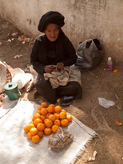 Old Woman Selling Oranges in Kengtung, Myanmar, 2016 (deemixx) Tags: woman myanmar merchant shanstate kengtung