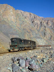 Colored rocks (david_gubler) Tags: chile train railway llanta potrerillos ferronor