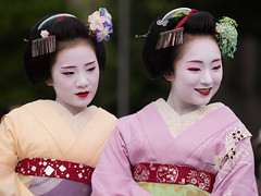 Chiyoko and Mikako (byzanceblue) Tags: cute girl beauty smile japan lady japanese kyoto maiko geisha   gion chiyoko  nishimura hanamachi mikako     gionkobu