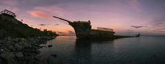 panoramica estrecho de magallanes (sapunaralex) Tags: atardecer agua barco ruinas nubes rocas estrecho magallanes puntaarenas mastil