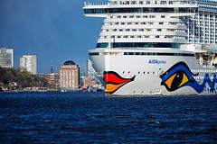 AIDAprima in Hamburg V (KLX-650) Tags: germany deutschland harbour hamburg hafen schiff elbe kreuzfahrtschiff aidamar aidaprima