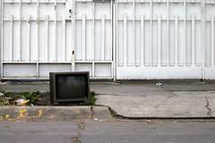 A la calle (laap mx) Tags: street old television trash mexico calle tv sidewalk basura viejo tvset acera banqueta televisor naucalpan estadodemexico