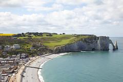Les falaises d'Etretat, Normandie, France (Thierry Hoppe) Tags: cliff france beach view cliffs normandie falaise plage tretat lesfalaisesdetretat