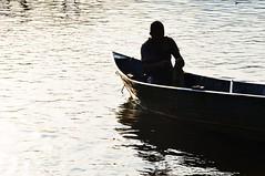 comear de novo... (Ruby Ferreira ) Tags: sunset boat fisherman barco silhouettes prdosol ripples pescador silhuetas bertiogasp litoralnortedesampa