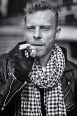 The hipster (carlhenriksvensson78) Tags: monochrome fashion canon hipster 85mm