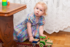 Z traktorkiem (Kaminscy) Tags: birthday girl fun toy traktor room poland warszawa zabawa pl urodziny dziewczynka dziecko mazowieckie zabawka 2urodziny pokoj