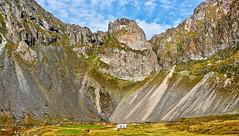Lon Lagoon house 2c (Bilderschreiber) Tags: house mountain berg rock island iceland haus lagoon lonely lon fels einsam