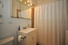 1582.Oak.3.BA (BJBEvanston) Tags: horizontal studio bathroom furnished 1582 1576 15823 1576oak 1582oak