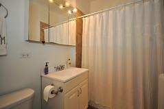 1582.Oak.3.BA (BJBEvanston) Tags: horizontal studio bathroom furnished 1582 1576 15823 1576oak 1582oak