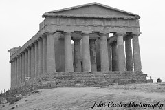 IMG_2683 (@XIII) Tags: blackandwhite bw rock architecture canon bn ag sicily pietra bnw sicilia biancoenero colonnade agrigento akragas girgenti frommypointofview scanalature edificiosacro valledeitempliagrigento epocaclassica