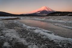 Beni Fuji at the Frozen Lake (Yuga Kurita) Tags: winter lake ice japan landscape fuji mt mount fujisan icy snowscape fujiyama winterscape yamanaka yamanakako