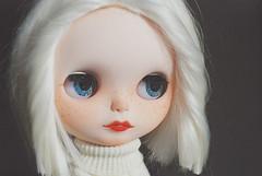 Pola's portrait (MomoDollCrafts) Tags: portrait white haircut alpaca hair doll bob clothes wig vanilla blythe custom simply collector blythedoll repaint faceup eyechips simly simplyvanilla simlyvanilla