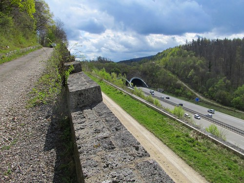 A8 alte Fahrbahnteilung am Aichelberg April 2012_014