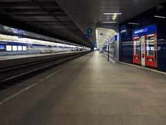 Wien (sterreich), Umfeld Untergrund und S-Bahn (bleibend) Tags: vienna wien lumix bahnhof olympus ubahn sbahn bahn omd 2016 m43 mft untergrundbahn bahngelnde em5