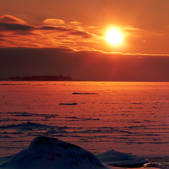 A January afternoon view from Ulko-Hattu island (Lauttasaari, Helsinki, 20160116) (RainoL) Tags: winter sunset sea sky snow ice finland geotagged helsinki january balticsea helsingfors fin lauttasaari 2016 uusimaa nyland 201601 ulkohattu 20160116 geo:lat=6014069398 geo:lon=2488961867 yttrehatten