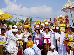 Odalan ceremony . (Franc Le Blanc .) Tags: bali beach lumix religion ceremony traditions panasonic hindu kuta agama odalan