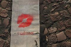 (TommasoPassanteS) Tags: red paris kiss kisses ground baci terra rosso bacio parigi pavimento