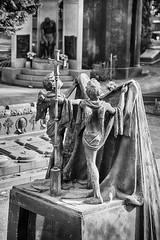 Cimetire monumental de Milan (Klerr Khllagga) Tags: blackandwhite bw italy milan monument monochrome cemetery statue europe italia remember noiretblanc milano nb pax requiem sculptures italie visage paix monumental cimetire monumentalcemetery souvienstoi