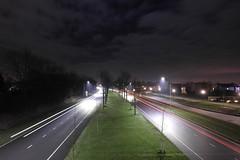 Lichtsporen ([Publicer Transport] Ricardo Diepgrond) Tags: traffic natuur wolken autos lucht weg omgeving verkeer sluitertijd vrachtwagens woonwijk lichtspoor lichtsporen