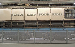Wanderbücherei in der Ausstellung des MVG Museums (Mr G Spot) Tags: museum munich münchen tram 24 streetcar tramway bücherei mvg trambahn fmtm wanderbücherei strasenbahn mvgmuseum wb13 wb16 freundedesmünchenertrambahnmuseums