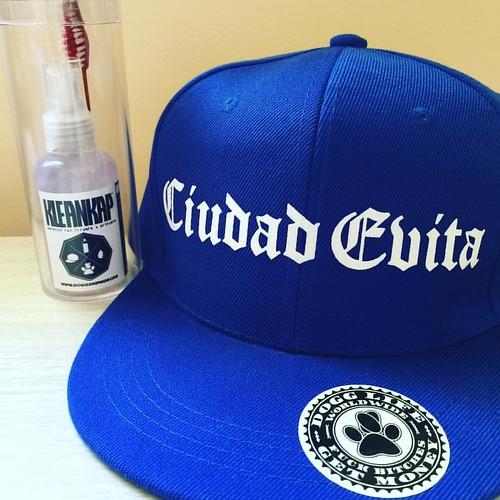 RAP en todos los barrios dogg! Chicago? LA? NY? Nos re vimos, aguante el hood! 🙏 #snapback #custom #cap #gothic #letters #blue #compton #gorra #clothing #DoggLife ❄️
