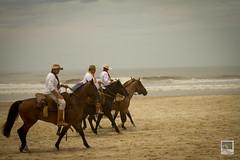 32 Cavalgada do Mar (Heike Knebel) Tags: praia mar cavalos beiramar riograndedosul prendas guas litoralnorte bandeiras gachos cavalgada rondinha vavaleiros ctgs 32cavalgadadomar