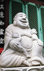 Smiling Buddist Monk Statue, Bonguksa Temple (heliarkorea) Tags: slr statue 7 seoul carlzeiss contaxrx planar50 paradise400film