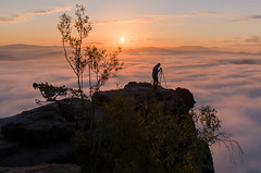 Self at golden hour (derliebewolf) Tags: trees light david fog clouds self sunrise de deutschland golden pentax hiking magic tripod familie natur earlymorning hour sachsen landschaft sonnenaufgang mystic mountaintop selfie abovetheclouds magiclight porschdorf goldenour