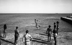 Untitled (nsilva76) Tags: film portugal kids kodak trix dive streetphotography documentary cascais paredo