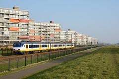 SGM in Maassluis (klok.richard) Tags: train ns zug trein maassluis vlak sgmm