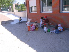 Durante o mes de novembro de 2005 pxose en marcha o Punto de Atencin Infantil do Concello de Sandis. Na foto de xuo de 2006,  aparecen algns dos 12 primeiros nenos do PAI (Xav Feix) Tags: rural galicia pai laboral ourense colexio conciliacin sandis garderia concellodesandis puntodeatencininfantil