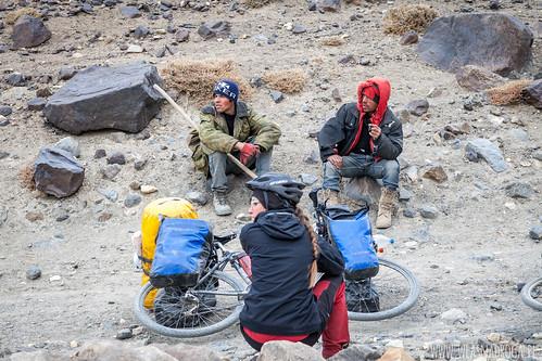 Chłopacy, którzy pomagali nam wpychać rowery pod górę