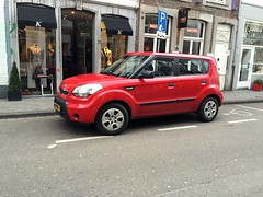 Kia Soul (FaceMePLS) Tags: auto car maastricht wheels nederland thenetherlands voiture pkw automobiel facemepls vervoermiddel personenauto madeinsouthkorea iphone6