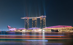 Lights up and on (Stefan Sellmer) Tags: night lights singapore outdoor laser sg singapur longtimeexposure marinabaysands
