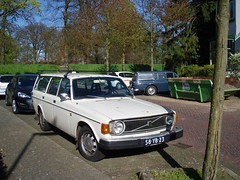 2 x Volvo combi Deventer (willemalink) Tags: 2 volvo x combi deventer
