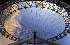 eye on me (Blende1.8) Tags: uk travel sky london eye colors wheel evening abend nikon colours wide perspective himmel londoneye wideangle bluesky curvy symmetry nikkor curve rund blauerhimmel riesenrad perspektive farben kreis giantwheel symmetrie d610 1635mm kopfber travelplanet