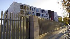 Botschaft der Trkei in Berlin (Christine Mller) Tags: berlin deutschland trkei fahne botschaft hilal mondsichel trkische trkisch