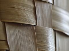 P4186907 (Paul Henegan) Tags: blur texture availablelight f80 coconutpalm selectivefocus totebag handwoven palmleaves tamronsp12590mmtelemacrobbarmc52b