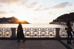 Donostia (Ana Elorza) Tags: atardecer playa donostia barandilla