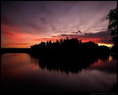 Atardecer rojo en el rio Negro