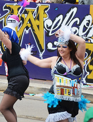 Les Dames de Metairie Road and Oak Street - Krewe of Tucks parade (Monceau) Tags: walking women colorful neworleans parade mardigras oakstreet beadwork streetnames kreweoftucks metairieroad damesdeperlage
