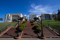 Hacia Lola Mora (Rober Lucero) Tags: santa argentina stairs memorial monumento flag bandera rosario fe escaleras